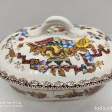 Antigüedades: ANTIGUA MANTEQUILLERA SAN CLAUDIO ESPAÑA EN PORCELANA CON BELLOS MOTIVOS.. Lote 170502880