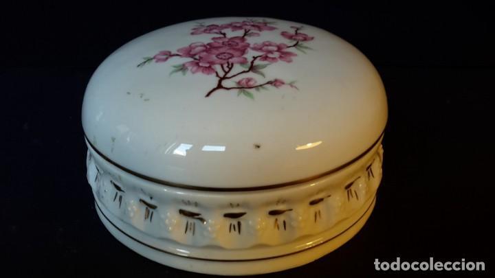 Antigüedades: Antiguo joyero de porcelana - Foto 2 - 166765266