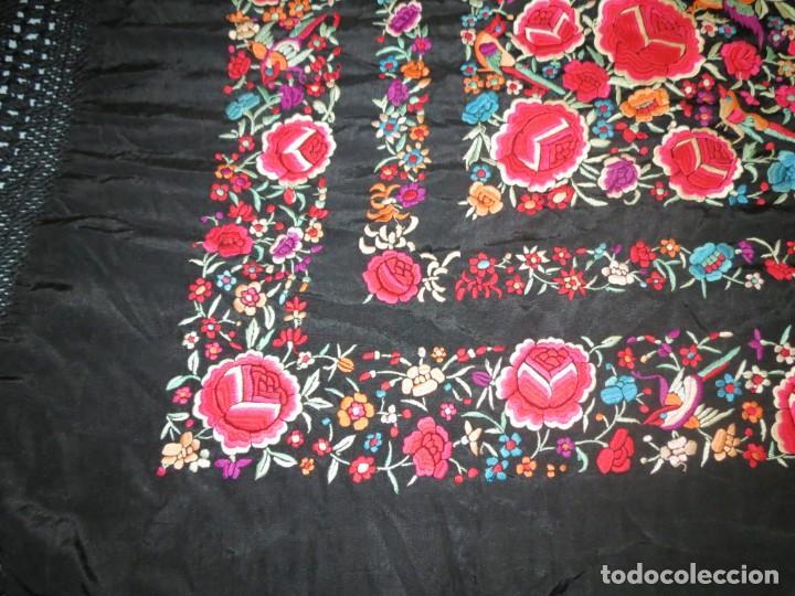 Antigüedades: Antiguo Mantón de Manila de seda, bordado a mano y flecos. - Foto 10 - 170541908