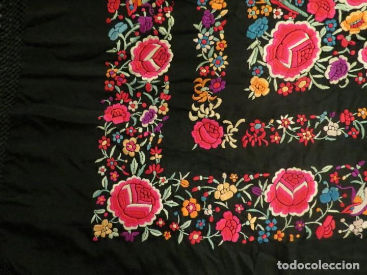 Antigüedades: Antiguo Mantón de Manila de seda, bordado a mano y flecos. - Foto 11 - 170541908