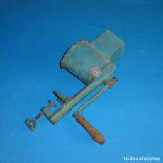 Antigüedades: ANTIGUO RALLADOR DE LA MARCA ASTRA Nº 2. Lote 170572660
