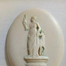 Antigüedades: PLACA OVALADA RESINA RELIEVE. Lote 170613089