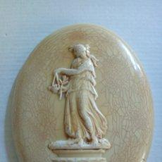 Antigüedades: PLACA OVALADA RELIEVE RESINA. Lote 170614277