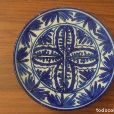 Antigüedades: PLATO CERAMICA PINTADO A MANO AZUL COLBATO 22,5 CM. Lote 170750345