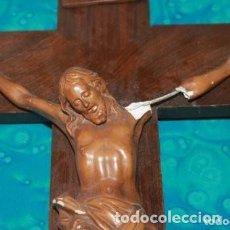 Antigüedades: CRUCIFIJO DE MADERA Y EL JESUS DE YESO SIGLO XX PARA RESTAURAR . Lote 170855120