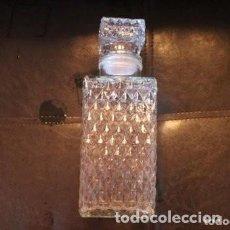Antigüedades: BOTELLA DE LICOR TALLADAS A LA MUELA PARA WHISKY Y COGNAC. ANTIGUO. . Lote 170872070
