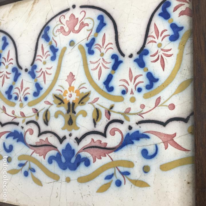 BALDOSA CERÁMICA CATALANA ? 19X19 ENMARCADA S. XIX (Antigüedades - Porcelanas y Cerámicas - Otras)