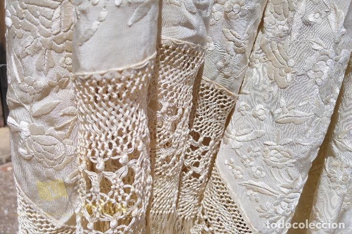 Antigüedades: Mantón antiguo bordado a mano con motivos de naturaleza - Foto 4 - 170923360