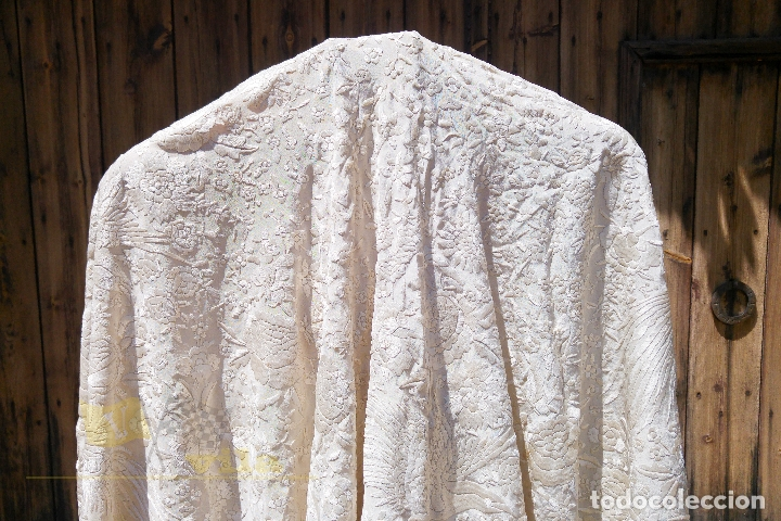 Antigüedades: Mantón antiguo bordado a mano con motivos de naturaleza - Foto 5 - 170923360