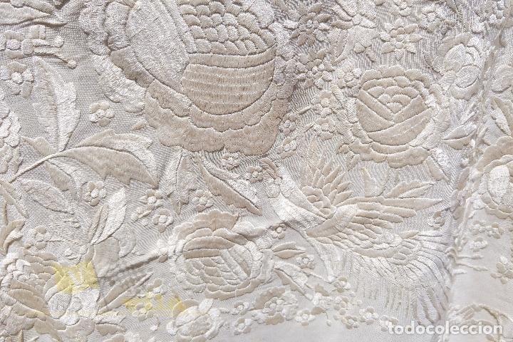 Antigüedades: Mantón antiguo bordado a mano con motivos de naturaleza - Foto 6 - 170923360