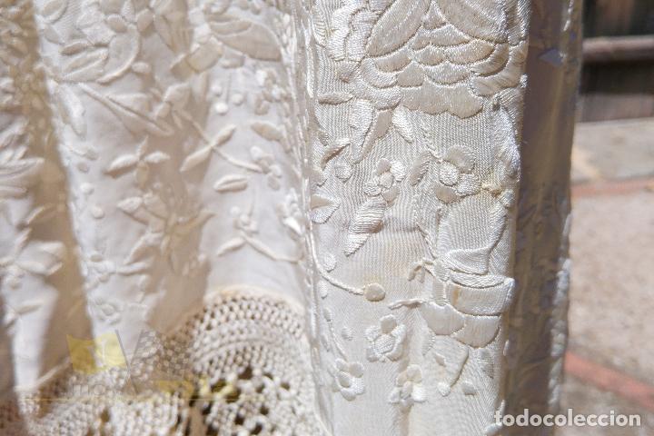 Antigüedades: Mantón antiguo bordado a mano con motivos de naturaleza - Foto 8 - 170923360