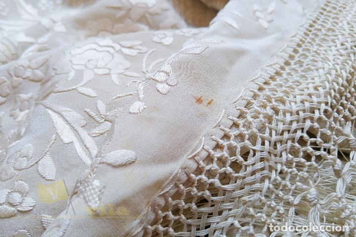 Antigüedades: Mantón antiguo bordado a mano con motivos de naturaleza - Foto 10 - 170923360