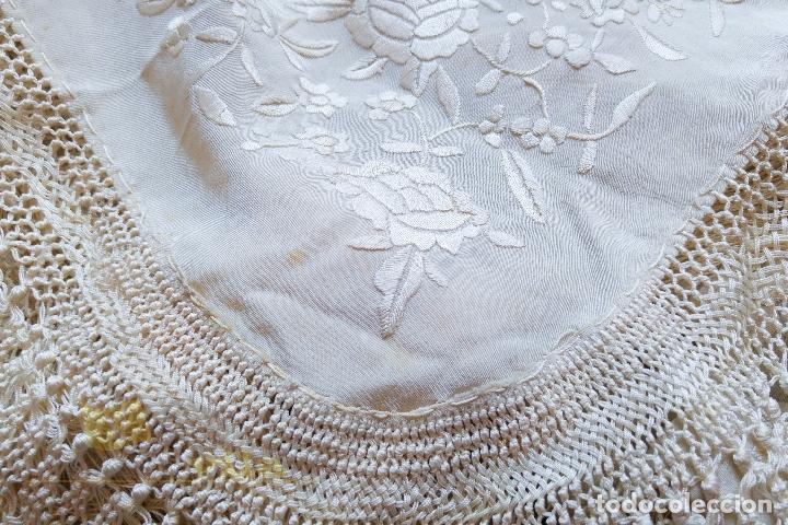 Antigüedades: Mantón antiguo bordado a mano con motivos de naturaleza - Foto 11 - 170923360