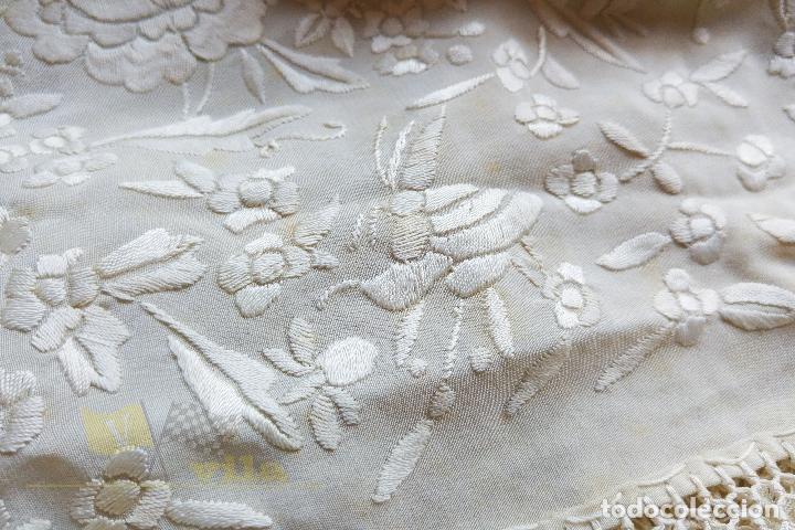 Antigüedades: Mantón antiguo bordado a mano con motivos de naturaleza - Foto 13 - 170923360
