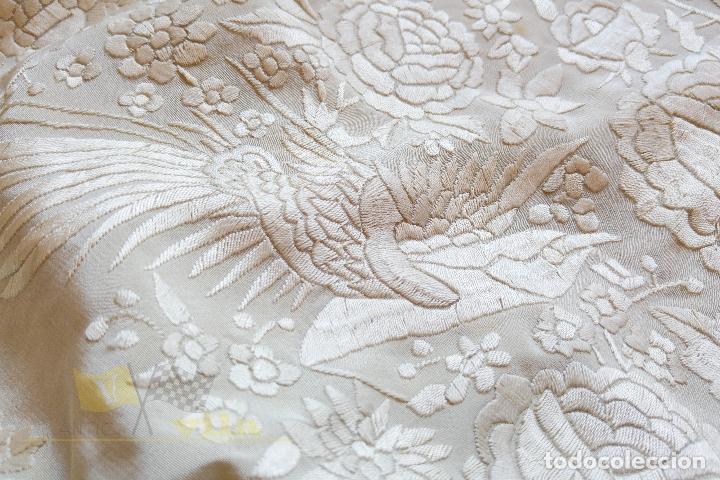 Antigüedades: Mantón antiguo bordado a mano con motivos de naturaleza - Foto 14 - 170923360