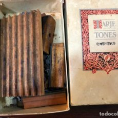 Antigüedades: ANTIGUA CAJA TARJETONES PARA IMPRENTA. Lote 170927120