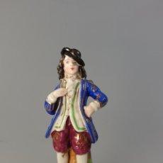 Antigüedades: FIGURA HOMBRE ANTIGUO PINTADO EN MANO SIGLO XIX PORCELANA.. Lote 170927485