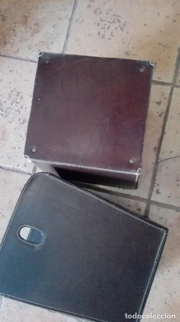 Antigüedades: pareja de maceteros o revisteros etc de cuero - Foto 3 - 170932500
