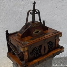 Antigüedades: LIMOSNERO DE MADERA,METAL Y FORJA. Lote 170946945
