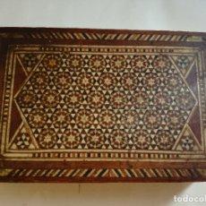 Antigüedades: ANTIGUA CAJA JOYERO DE MADERA CON MARQUETERIA DE HUESO - MEDIDA: 15 X 9,7 X 4,5 CM. Lote 233325755