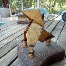 Antigüedades: PAJARITA DE METAL Y MADERA. Lote 170947340