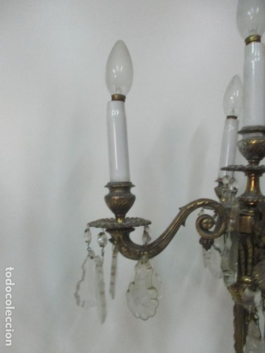 Antigüedades: Preciosa Pareja de Candelabros - Candelabro en Bronce Cincelado y Cristal - 5 Luces - 59 cm Altura - Foto 8 - 170953978