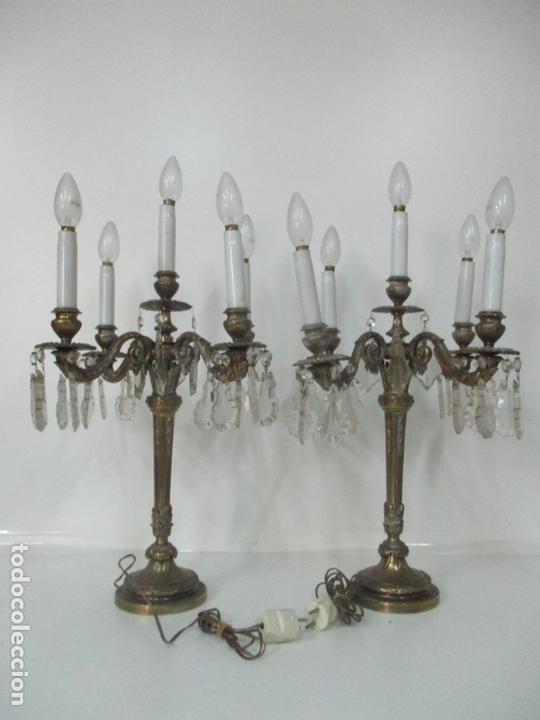 PRECIOSA PAREJA DE CANDELABROS - CANDELABRO EN BRONCE CINCELADO Y CRISTAL - 5 LUCES - 59 CM ALTURA (Antigüedades - Iluminación - Candelabros Antiguos)