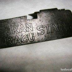 Antigüedades: ABRELATAS ANTIGUO MINIATURA CON PUBLICIDAD DE, GRAN RAGÚ STAR. Lote 170983702