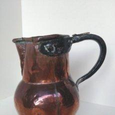 Antigüedades: ANTIGUA JARRA DE COBRE SIGLO XVIII O XIX, CON ESTRELLA DE CINCO PUNTAS GRABADA EN LA BASE. Lote 170983734
