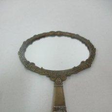Antigüedades: ESPEJO SOBREMESA, TOCADOR - BRONCE CINCELADO - AÑOS 20-30. Lote 170995355