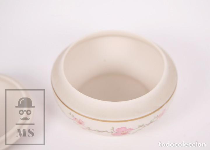 Antigüedades: Cajita de Porcelana Biscuit - Cerámica Ibis. Aveiro, Portugal - Medidas 9,5 x 9,5 x 6 cm - Foto 4 - 171015002