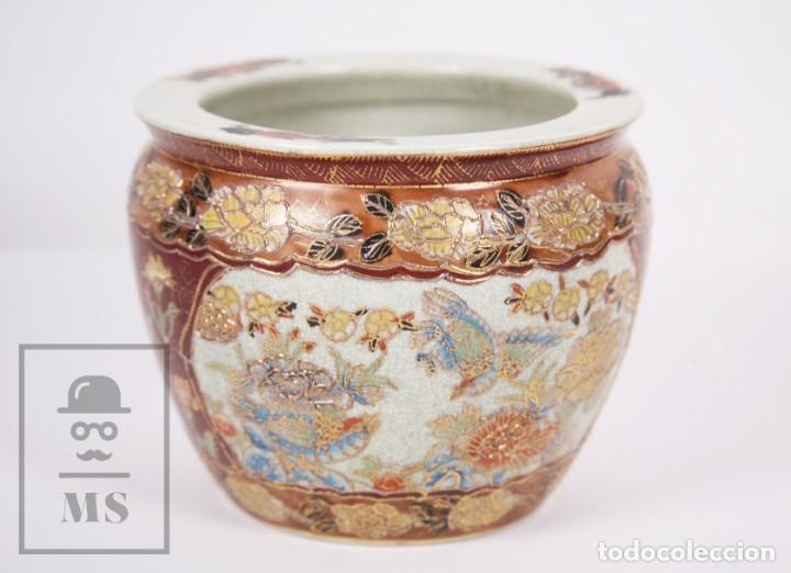 MACETERO DE PORCELANA CHINA CON DECORACIÓN ARTESANAL - AVES Y FLORES, DORADO Y OCRE - ALTURA 13,5 CM (Antigüedades - Porcelanas y Cerámicas - China)