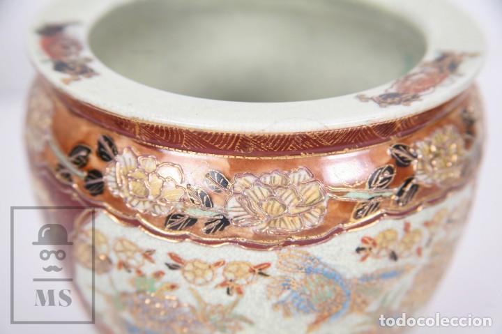 Antigüedades: Macetero de Porcelana China con Decoración Artesanal - Aves y Flores, Dorado y Ocre - Altura 13,5 cm - Foto 3 - 171017979