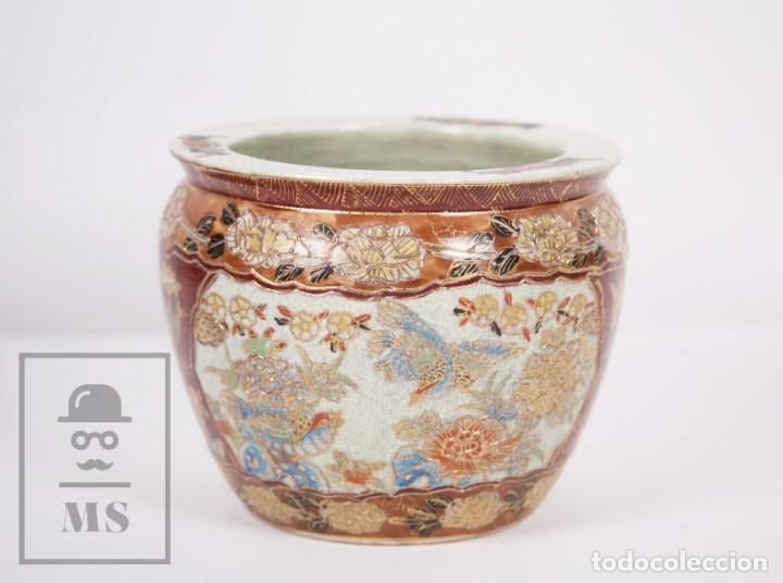 Antigüedades: Macetero de Porcelana China con Decoración Artesanal - Aves y Flores, Dorado y Ocre - Altura 13,5 cm - Foto 4 - 171017979