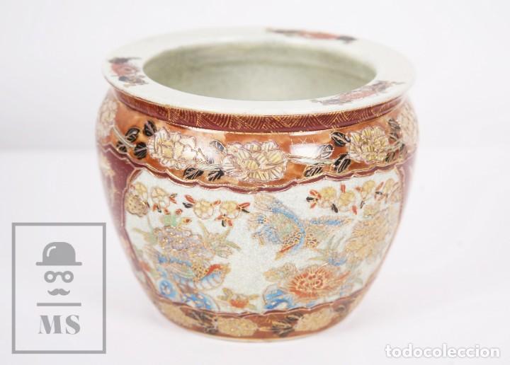 Antigüedades: Macetero de Porcelana China con Decoración Artesanal - Aves y Flores, Dorado y Ocre - Altura 13,5 cm - Foto 10 - 171017979