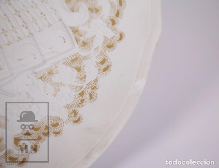Antigüedades: Plato Decorativo de Porcelana Biscuit - Alboth Kaiser / AK - Rhapsodie - Alemania - Diám. 28 cm - Foto 3 - 171020285