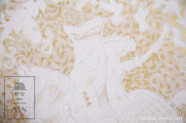 Antigüedades: Plato Decorativo de Porcelana Biscuit - Alboth Kaiser / AK - Rhapsodie - Alemania - Diám. 28 cm - Foto 5 - 171020285