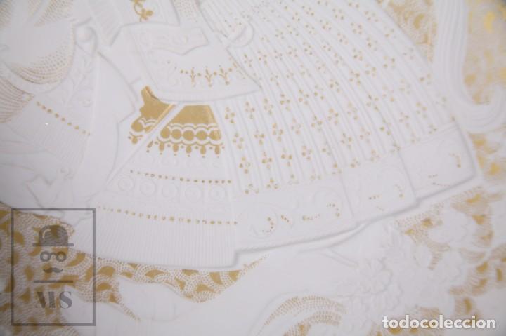 Antigüedades: Plato Decorativo de Porcelana Biscuit - Alboth Kaiser / AK - Rhapsodie - Alemania - Diám. 28 cm - Foto 6 - 171020285