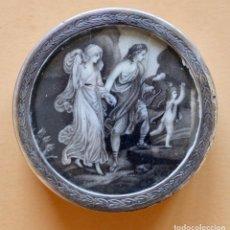 Antigüedades: SNUFF BOX, HERMOSO DIBUJO SOBRE VIDRIO, C. RAPE DE PLATA A RESTAURAR, FALTA PARTE INFERIOR 6,5 CM. Lote 85739096