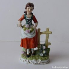 Antigüedades: FIGURA DE PORCELANA. NIÑA CON FLORES. ALEMANIA 1950 - 1960. Lote 171033602