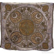 Antigüedades: TELA BORDADA CON FLORES A CADENETA Y EN RELIEVE. TRABAJO ESPAÑOL, SIGLO XVIII - XIX.. Lote 171044348