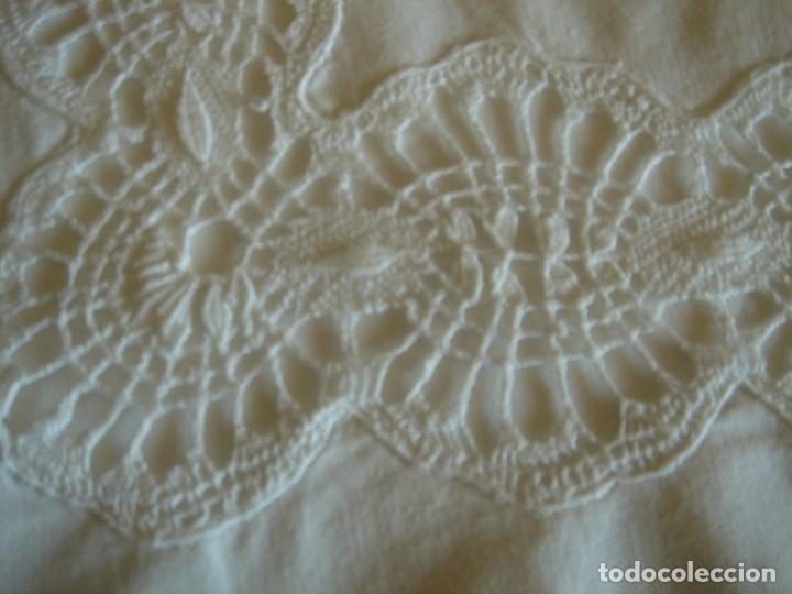 Antigüedades: juego de cama grande con aplicaciones de bolillos (28) - Foto 2 - 171052289