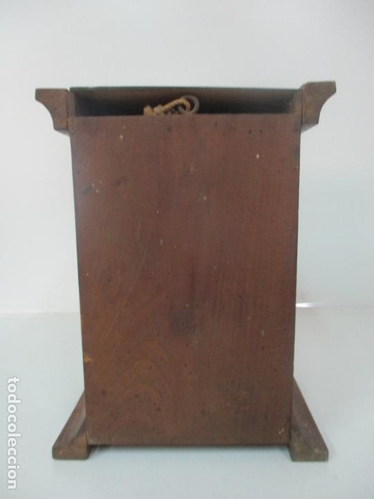 Antigüedades: Pequeña Vitrina Antigua - Capilla para Virgen, Santo - Madera de Nogal - 35 cm Altura - S. XIX - Foto 4 - 171079135