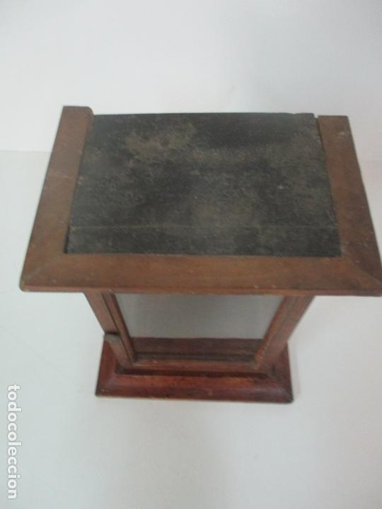 Antigüedades: Pequeña Vitrina Antigua - Capilla para Virgen, Santo - Madera de Nogal - 35 cm Altura - S. XIX - Foto 7 - 171079135