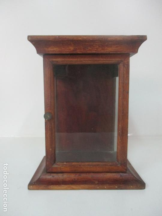 PEQUEÑA VITRINA ANTIGUA - CAPILLA PARA VIRGEN, SANTO - MADERA DE NOGAL - 35 CM ALTURA - S. XIX (Antigüedades - Muebles Antiguos - Vitrinas Antiguos)