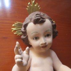 Antigüedades: NIÑO JESUS DE YESO O ESCAYOLA CON OJOS DE CRISTAL- 30 CM. Lote 171094768