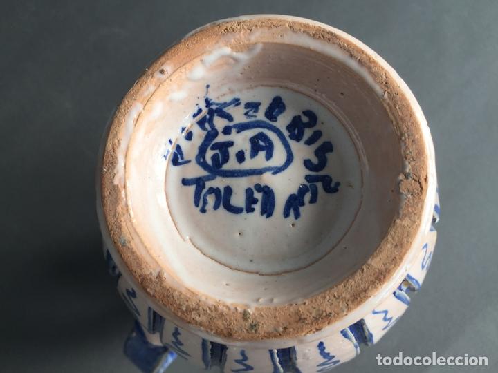 Antigüedades: ANTIGUA JARRA DE PUENTE DEL ARZOBISPO , PINTADA A MANO Y FIRMADA J.A. - Foto 8 - 171094980