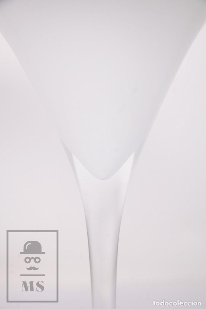 Antigüedades: Pareja de Jarrones Vintage de Diseño - Vidrio / Cristal Forma de Copa - Blanco y Rojo - Años 60-70 - Foto 2 - 171116678