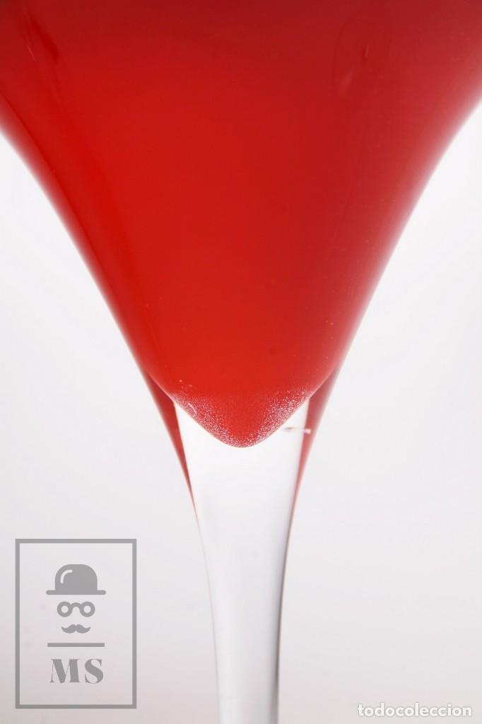 Antigüedades: Pareja de Jarrones Vintage de Diseño - Vidrio / Cristal Forma de Copa - Blanco y Rojo - Años 60-70 - Foto 5 - 171116678