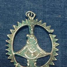 Antigüedades: MEDALLA CALADA PLATA ESPAÑOLA VIRGEN CORONA HALO RAYOS RADIADA AUREOLA S XVIII 5X3,5CMS. Lote 194649810